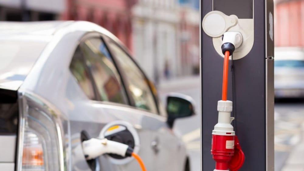 A Pistoia approvata una mozione sulle colonnine per le auto elettriche