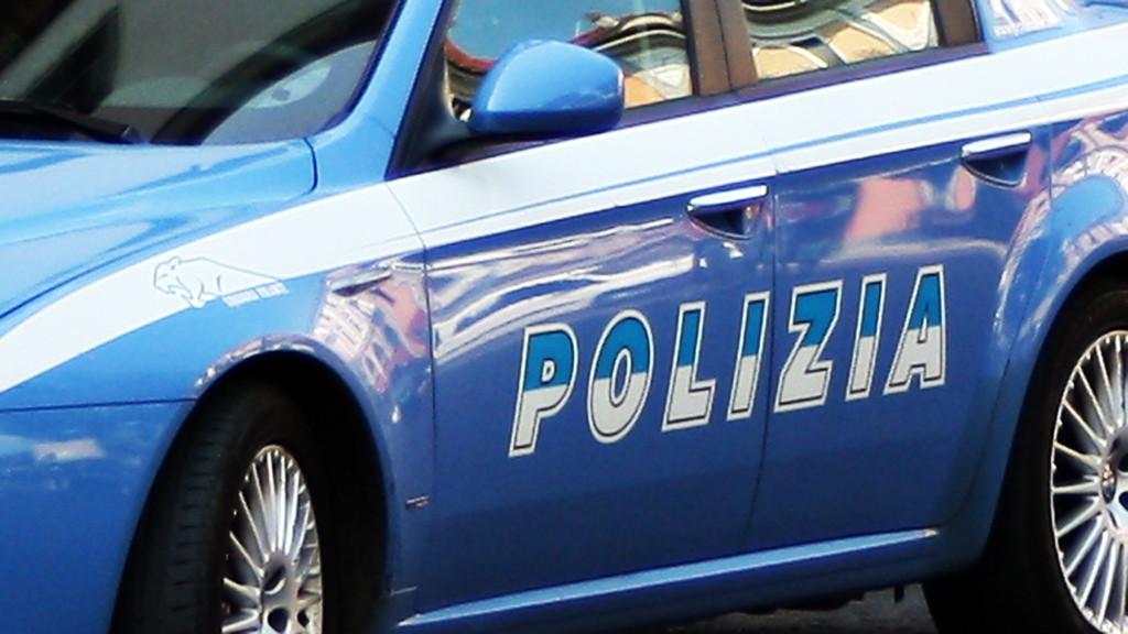 Cronaca, Polizia: due aggressioni per rapina; arrestati 4 giovani