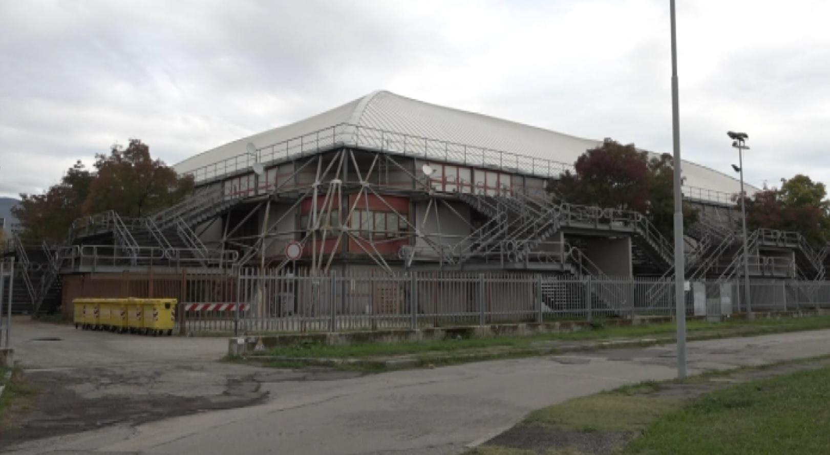Lavori in corso per l'impianto di ventilazione al Palacarrara a Pistoia