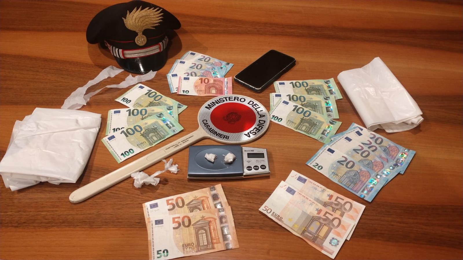 Detenzione di droga ai fini di spaccio, arrestato