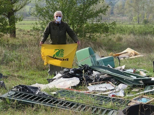 Ambiente, Quarrata: ancora rifiuti per strada