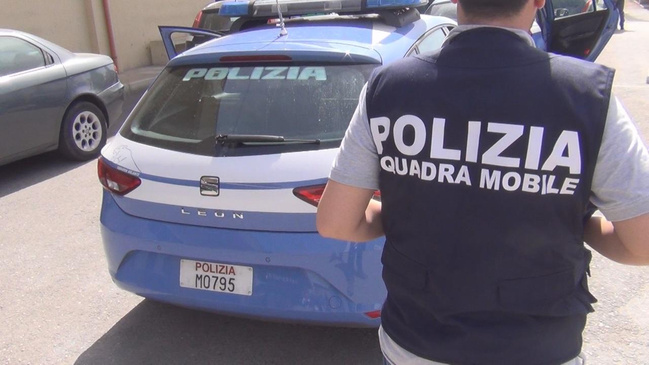 Cronaca, Pistoia: la Squadra Mobile i presunti autori di una lite in centro (con feriti)