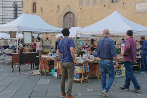 Mercato Antiquario: domenica terzo appuntamento in piazza del Duomo
