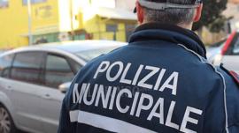 Guida un ciclomotore ubriaco e senza patente, multa da 5mila euro